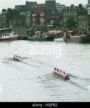 CAMBRIDGE LEADING OXFORD UNIVERSITY BOAT RACE 1993 01 March 1994 - Stock Photo