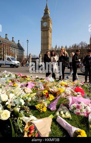 Westminster, London, UK. 27rd Mar, 2017. Young people contemplate the floral tributes left in Parliament Square - Stock Photo