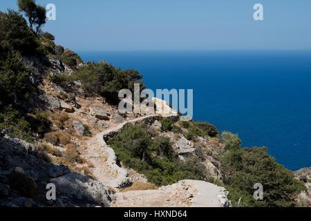 Weg zur Agios Ioannis Höhle auf der Insel Iraklia, kleine Kykladen, Griechenland - Stock Photo