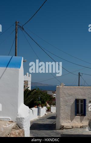 Dorfstraße im Dorf Agios Georgios auf der Insel Iraklia, kleine Kykladen, Griechenland - Stock Photo