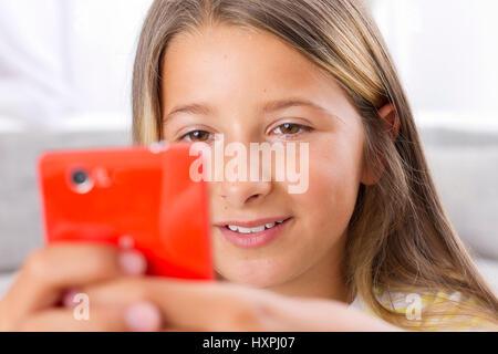 Youngster with smartphone, Jugendliche mit Smartphone