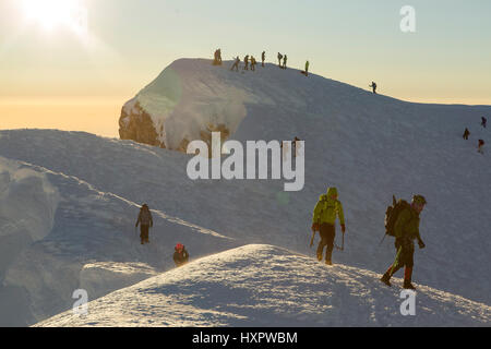 A group of mountaineers on the summit of Mount Hood, Oregon, United States. - Stock Photo