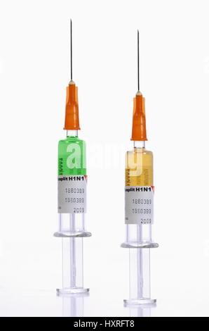 Different vaccines against the pork influenza in two syringes, Unterschiedliche Impfstoffe gegen die Schweinegrippe - Stock Photo