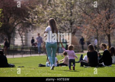 London, UK. 30th Mar, 2017. People enjoying the nice weather in Hyde Park, London. Credit: Sebastian Remme/Alamy - Stock Photo