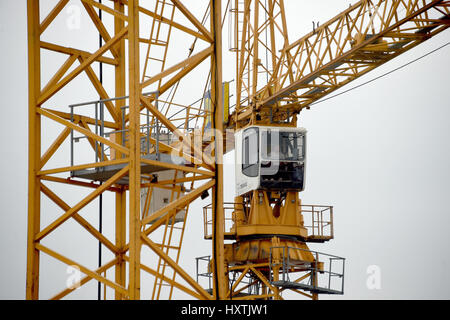 Kiel, Germany. 29th Mar, 2017. Cranes on a construction site in Kiel, Germany, 29 March 2017. The German Employment - Stock Photo