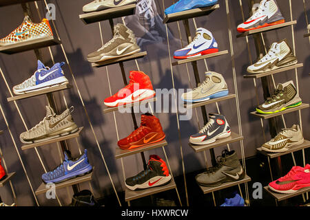 nike basketball shoes store off 55