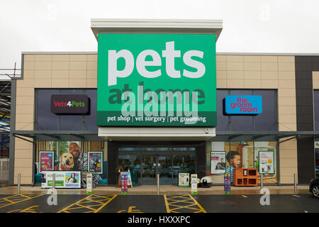 Exterior Of The Pets At Home Store Outlet At Bodmin At The Bodmin Retail Estate Stock Photo Alamy