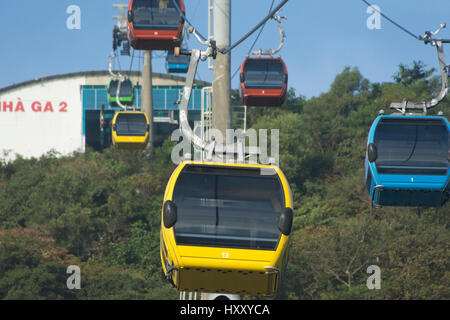 The gondole ride up to the Hồ Mây amusement park, at the Vietnamese seaside resort of Vung Tau - Stock Photo