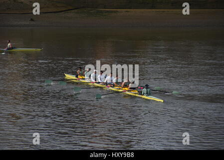 London, UK. 30th Mar, 2017. Training before the boat races at Putney. The boat races will see Oxford University - Stock Photo