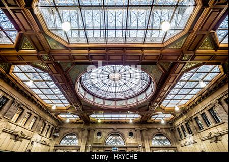 Edinburgh Waverley Station - restored ticket office with ornate ceiling - Stock Photo