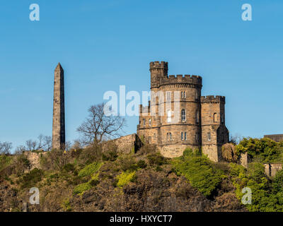 Political Martyrs Monument and The Governors House, Calton Hill, Edinburgh, Scotland. - Stock Photo