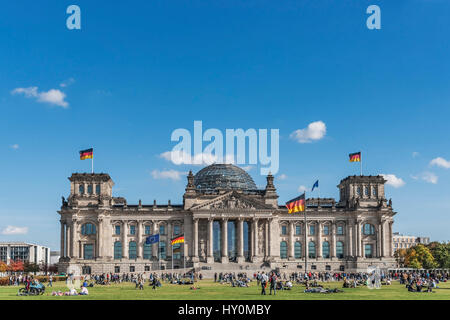The building of the Reichstag was built between 1884 and 1894 by Paul Wallott. Since 1999 the building is the seat - Stock Photo