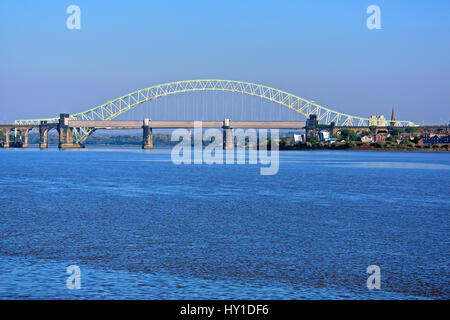 The massive arch of the Queensway bridge across the river Mersey between Runcorn and Widnes in Cheshire. Seen from - Stock Photo