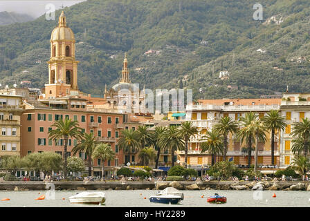 Blick auf die Altstadt von Rapallo an der ligurischen Kueste, Nordwestitalien. - Stock Photo
