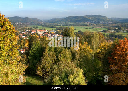 Farbenfrohe Herbstlandschaft im Naturpark Hersbrucker Schweiz mit Blick über Hersbruck in Bayern.  Colorful Autumn - Stock Photo