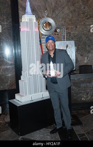 New York, NY, USA. 31st Mar, 2017. Roberto Alomar, Baseball Hall of Fame and 12-time All-Star, Second Baseman lights - Stock Photo