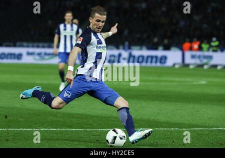 Berlin, Germany. 31st Mar, 2017. Hertha's Peter Pekarik shoots to score during a German Bundesliga match against - Stock Photo