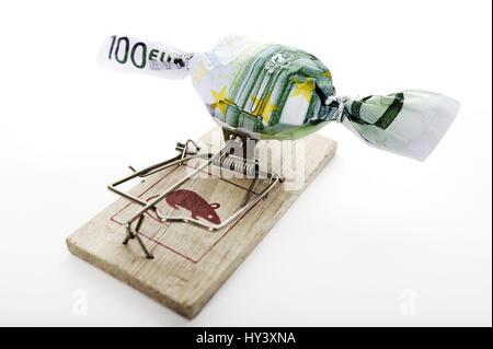 Sweet in bank note muffledly on mousetrap, symbolic photo to debt case, Bonbon in Geldschein eingewickelt auf Mausefalle, Symbolfoto Schuldenfalle Stock Photo