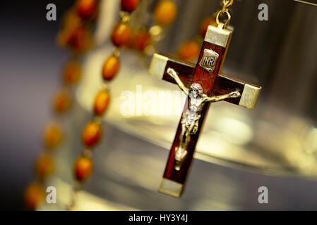 Water glass with cross, symbolic photo Sterbehilfe, Wasserglas mit Kreuz, Symbolfoto Sterbehilfe - Stock Photo