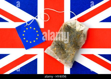 Flag of the EU and Great Britain with spent EU-tea bag, symbolic photo Brexit, Fahne von EU und Gro?britannien mit - Stock Photo