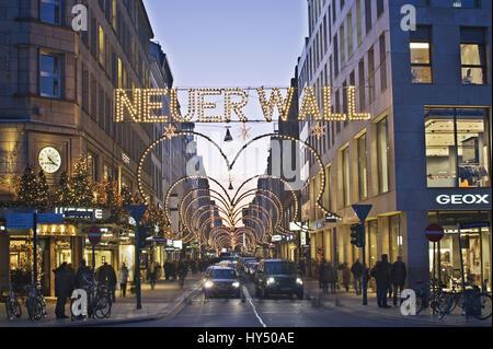 Neuer Wall Weihnachtsbeleuchtung.Neuer Wall Street With Christmas Lights In Hamburg Stock Photo