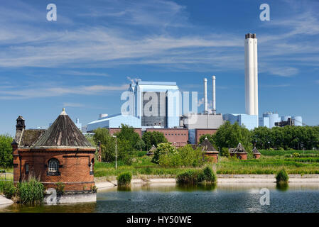 Historical racketeer's small houses in cold court and heating power work Deep stack in Rothenburgsort, Hamburg, - Stock Photo