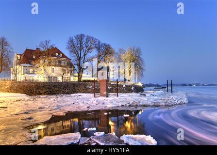 The Zollenspieker ferry boat-house in Kirchwerder, Hamburg, in winter, Das Zollenspieker Faehrhaus in Kirchwerder, - Stock Photo