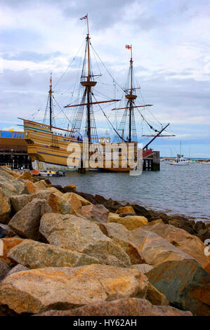 The  Mayflower II in Plymouth, Massachusetts. A replica of the vessel that in 1620 carried the Pilgrims to the new - Stock Photo