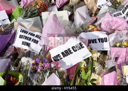 Floral Tributes in Westminster London after Terrorism attack by Khalid Masoods . - Stock Photo