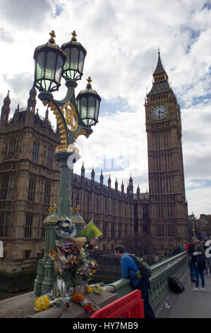 London, UK. 1st April, 2017. Several flowers have been laid outside as a tribute towards the victims of the terrorist - Stock Photo