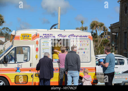 Penzance, Cornwall, UK. 2nd April 2017. UK Weather. People making the most of the sunny morning on Penzance seafront. - Stock Photo