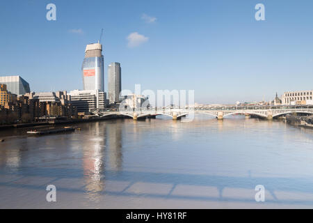 London, UK. 2nd April 2017. UK Weather: Blue skies on warm spring day in London. View over Blackfriars bridge inlcuding - Stock Photo