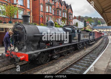 Llangollen railway. Ex LMS Class G2 0-8-0 SuperD No. 49395 at Llangollen station. - Stock Photo