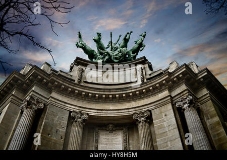 France, Paris, copper quadriga by Georges Recipon on the roof of the Grand Palais, allegorical work of art depicting - Stock Photo