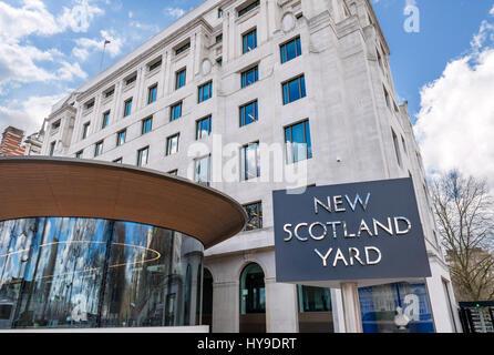 New Scotland Yard, London. Sign outside the Metropolitan Police headquarters at New Scotland Yard, Victoria Embankment, - Stock Photo