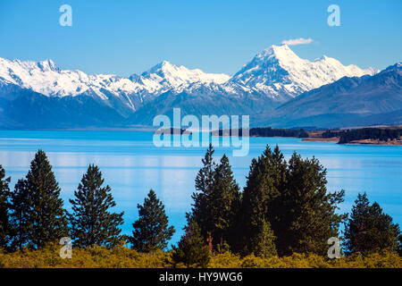 Scenic view of Lake Pukaki and Mt Cook, Southern Alps, New Zealand - Stock Photo