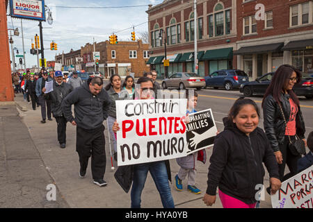 Detroit and Dearborn, Michigan, USA. 2nd Apr, 2017. 'Neighbors Building Bridges': Mexican and Muslim immigrants - Stock Photo