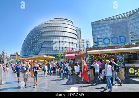 More London Riverside and City Hall.  People enjoying the summer weather and food stalls in the capital. - Stock Photo