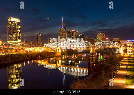 Twilight over Cumberland River and the skyline of Nashville, Tennessee, USA - Stock Photo