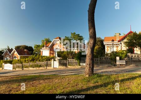 France, Gironde (33), Soulac-sur-Mer, Žtape sur le chemin de Saint-Jacques-de-Compostelle, villas balnŽaires // - Stock Photo