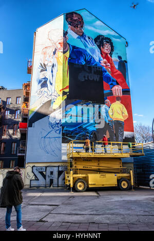 Berlin, Mitte. Mural  Mercedes-Benz advertisement. Painting by commercial artists - Man operating drone for photograph - Stock Photo
