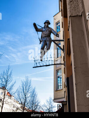 Berlin,Mitte.Wall jumper,Jumping soldier sculpture.East German Border guard, Conrad Schumann, jumps over barbed - Stock Photo