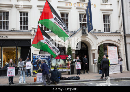 London, UK. 4th April, 2017. Campaigners from Innovative Minds protest outside Sotheby's in Bond Street to highlight - Stock Photo
