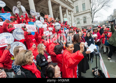 New York, USA. 4th April, 2017. New York, USA. 04th Apr, 2017. Activists, community leaders and politicians gather - Stock Photo