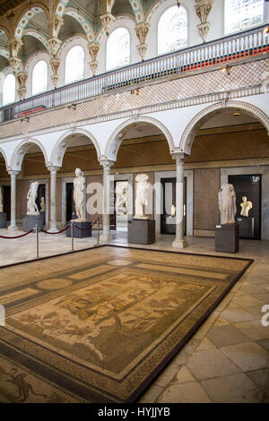 The Carthage Room at the Bardo National Museum brings together a rich collection of Roman mosaics and marble statues - Stock Photo