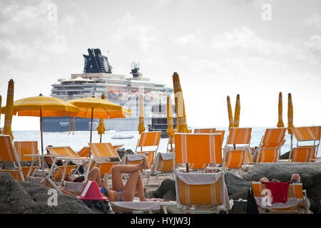 Europe,Italy,Liguria,Santa Margherita,the private beach of Imperiale Palace Hotel with a cruise ship in the background - Stock Photo