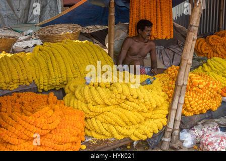 Flower seller at mullick ghat flower market, kolkata - Stock Photo