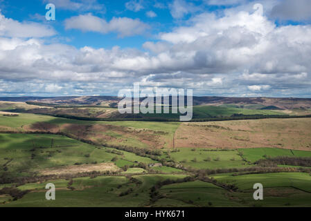 Beautiful view of Peak District hills from Lose Hill, Derbyshire. Looking towards Hope cross and the Pennines. - Stock Photo