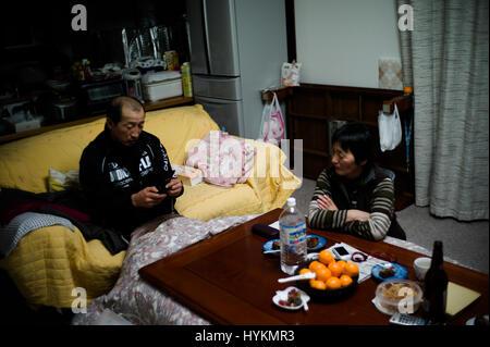 OTAMA VILLAGE, FUKUSHIMA: Toshinori and Keiko Sanpei in their home. ONE FAMILY'S five-year struggle to overcome - Stock Photo
