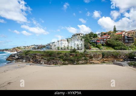 Tamarama beach in the middle of the Bondi to Bronte coastal walk, eastern suburbs of Sydney on an autumn day, New - Stock Photo